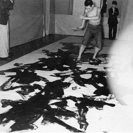 Kazuo Shiraga, Painting at the 2nd Gutaï Art Exhibition, Ohara Kaikan, Tokyo, 1956
