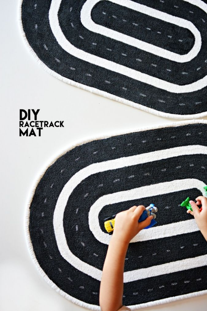 DIY-Racetrack-Mat-for-Kids van ikea-mat voor minder dan 1 euro :-) http://www.ikea.com/nl/nl/catalog/products/70075638/