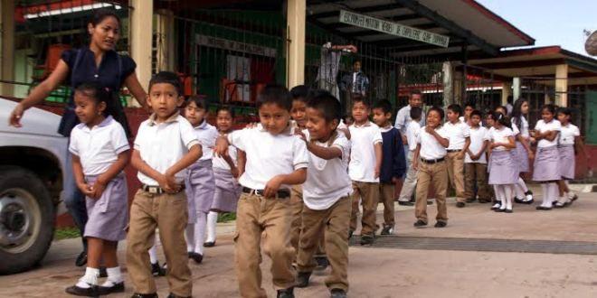 Oaxaca Digital | Dota Gobierno de Cué de uniformes y útiles escolares a estudiantes del Istmo