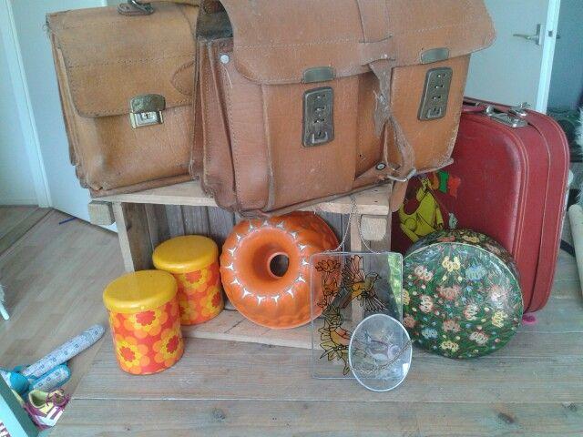Bonte verzameling na middagje kofferbak markt.leuk vd styling v koningsdag