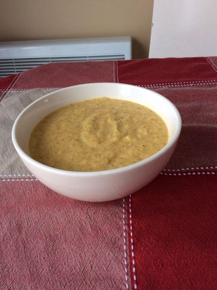 Crème de brocoli au cheddar http://www.recettes.qc.ca/recette/creme-de-brocoli-au-cheddars #recettesduqc #soupe #brocoli