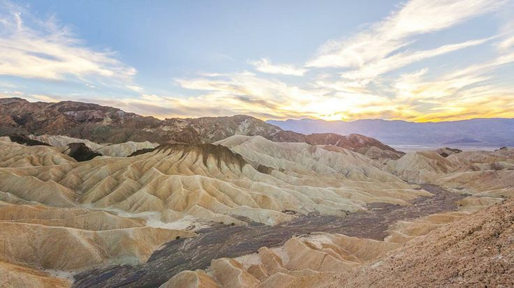 "The Devil's Golf Course in Death Valley Looks Like an Alien Planet (PHOTOS) - weather.com ... this is what you see when you look up the word ""desolation"" in the dictionary."