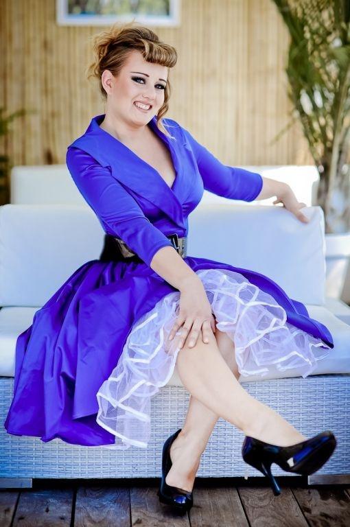 La robe Birdie bleue   ROBES PIN UP ATTITUDE : Voici ici la toute dernière version éblouissante de la fameuse robe vintage Birdie inspirée de ce que portaient les icônes des fifties mais toujours avec un esprit sexy et actuel que nous affectionnons tant! http://www.pinupattitude.com/gamme.htm?products_name=La+robe%20Birdie%20bleue_id=1#  #robe #vintage #oldschool #rock #pinup #attitude #retro #50s #rockabilly #glam #bettiepage #birdie