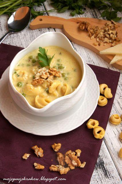 moje pasje: Kremowa zupa z tortellini, groszkiem, orzechami i parmezanem