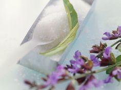 Zucker mit Salbeiblüten für Zuckerblüten ist ein Rezept mit frischen Zutaten aus der Kategorie Kräuter. Probieren Sie dieses und weitere Rezepte von EAT SMARTER!