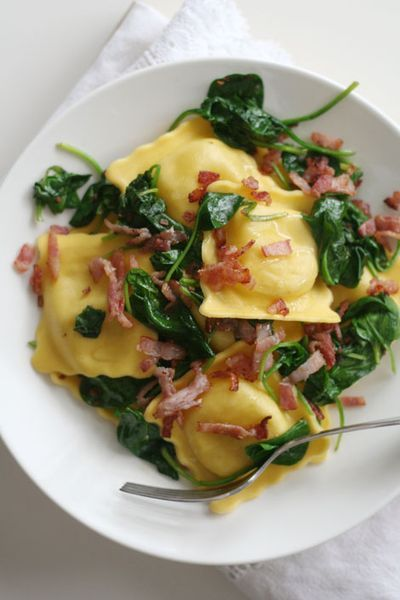 ravioli with spinach and baconOlive Oil, Bacon Mushrooms, Yummy Food, Spinach Bacon Ravioli Web, Mushrooms Options, Easy Ravioli, Recipese Food, Mushroom Spinach Ravioli, Mmm Yummy