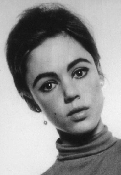 Edie Sedgwick in 1965 before she bleached her hair. Photo by David Bailey. #EdieSedgwick #DavidBailey #AndyWarhol
