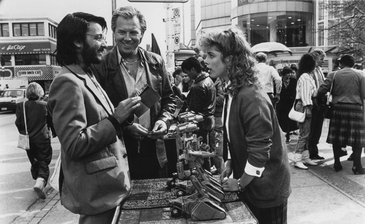 Still of Cynthia Gibb, Fisher Stevens and Michael McKean in Short Circuit 2