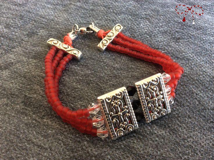 De inspiraţie orientală, brăţară din mărgele Toho roşii, cristale biconice multifateţate transparente şi accesorii din argint antichizat. bijuterii.micky@gmail.com