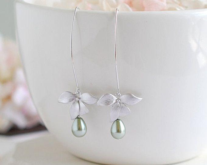 Plata flor de la orquídea olivino verde salvia perlas cuelgan largos aretes sabio pendientes novia dama de honor de San Valentín regalo de boda