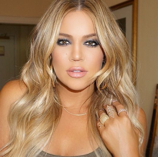 Daaaamn Khloe! Love the new blonde hair! & the makeup!! Gorgeous <3