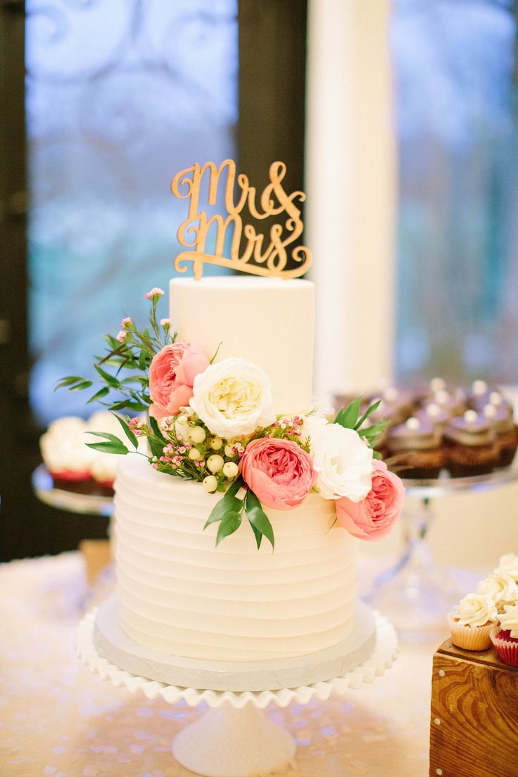 small wedding cakes with flowers 25 best ideas about textured wedding cakes on 20243