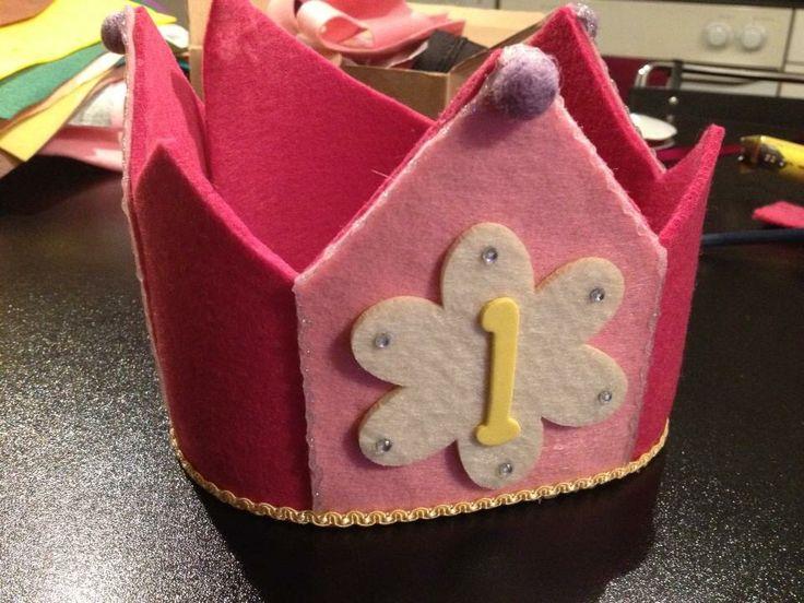 Corona di feltro per compleanno. Felt crown. Party crown