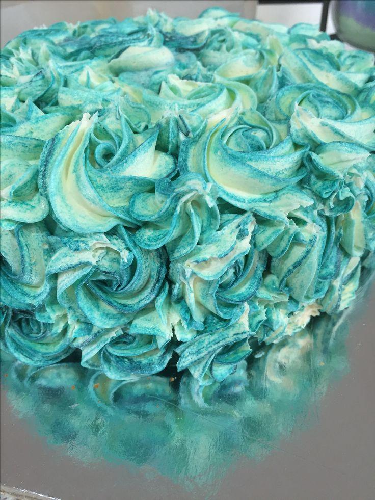 2 toned buttercream roses on a orange cake