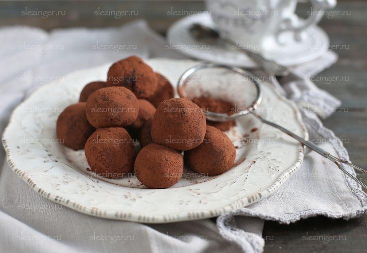 """Очень вкусные и полезные конфеты """"овсяно-кофейные трюфели"""".  Из укзанного ниже числа ингредиентов у меня получилось 11 конфет. Калорийность одной конфеты составляет 74 ккал.  Ингредиен"""