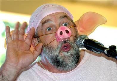 Dünyanın en ilginç festivalleri!Domuz Festivali (Pourcailhade)   Fransa'nın Trie Sur Baïse bölgesinde her yıl Ağustos ayında gerçekleşen festivalde yavru domuz yarışı, domuz taklidi ve sosis yeme yarışmaları düzenleniyor.