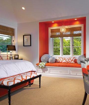 Leuk idee voor de slaapkamer, zo'n oranje muur in combi met natuurlijke materialen