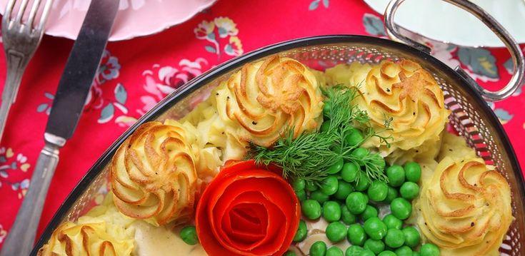 Ingredienser Potatismos 800 g potatis, mjölig sort 2 msk smör 1 äggula 1 dl mjölk Salt Vitpeppar Fyllning 4 fiskfileer av valfri sort gärna torsk eller lax 5dl Creme fraiche 1/2 Paket dill 2 tsk dijonsenap 1 1/2 msk kaviar Salt Peppar Gör så här. Potatismos Kokapotatisen mjuk. Häll av vattnet från potatisen och vispa […]