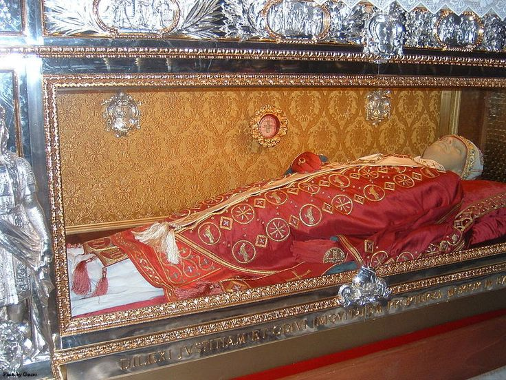 """The tomb of Pope St. Gregory VII in the Cathedral of Salerno, Italy. Under the tomb the last words of the pope are imprinted: """"Dilexi iustitiam, odivi iniquitatem, propterea morior in esilio !"""" (""""I have loved justice and hated iniquity; therefore, I die in exile."""")"""