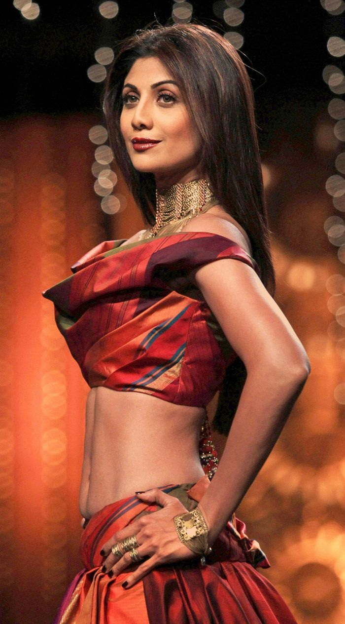 Shilpa Shetty stunned in the showstopper gown at a fashion show in Delhi. I want to see more of this outfit. The fabric looks glorious. But I would prefer it with something across her midriff.
