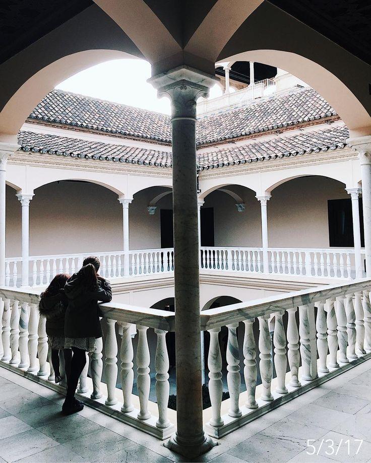 Foto de @anamolinier en Instagram  Algunas visitas les gustan y otras les aburren como ostras, pero algo les irá quedando... #cadadíadel2017 #AlArbolitoDesdeChiquito #semanablanca #museopicasso #museo #picasso #palaciodebuenavista