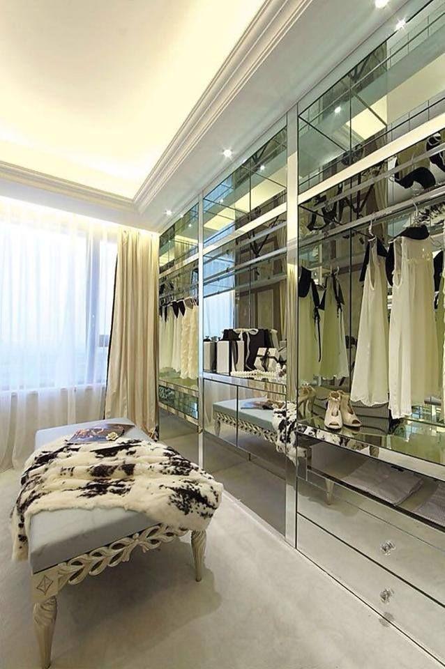 Que tal um closet elegante e luxuoso para sua casa? #closet #luxo #espelho #decoração #casa #imóvel