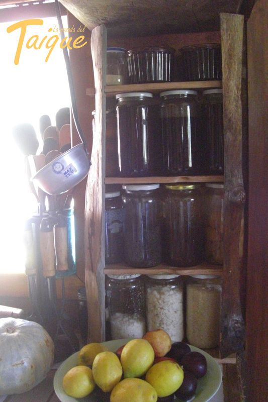 Repisa para Aliños y Mermeladas hecho con madera nativa Chilena  Canelo- Mañio-Coihue