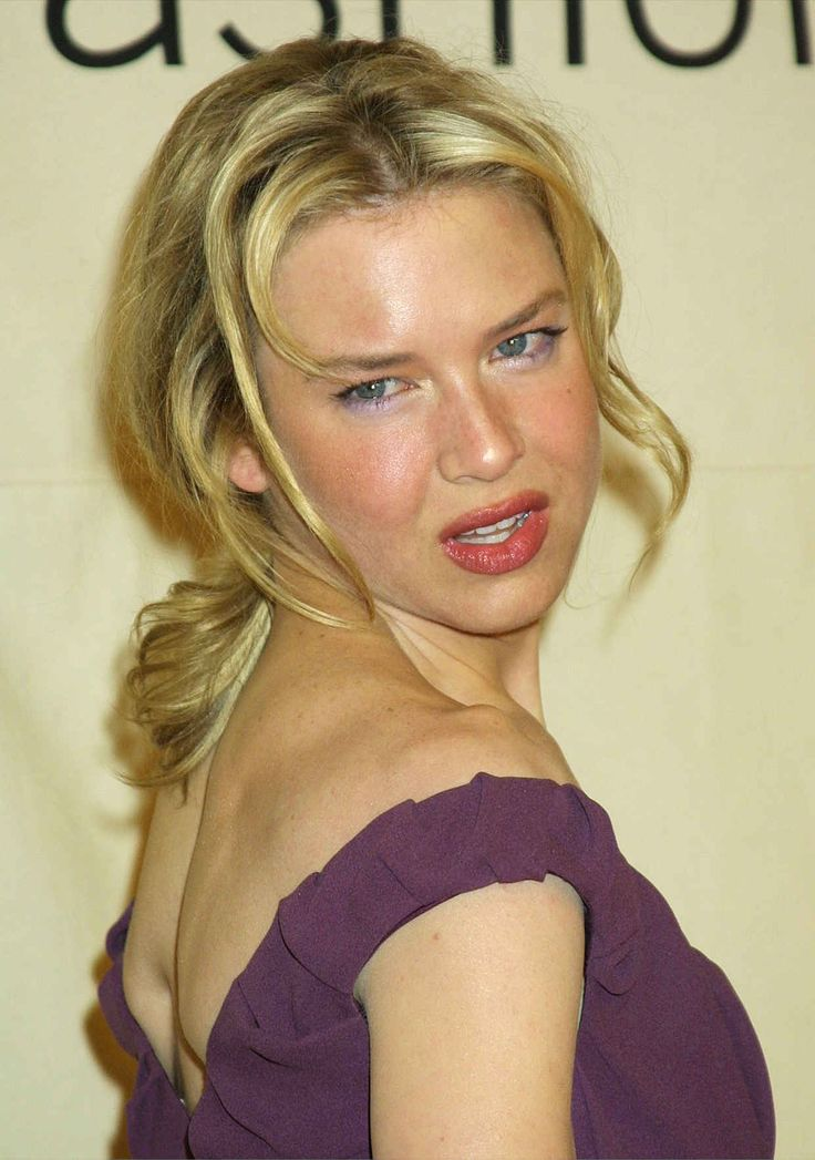 Renée Zellweger at the 2001 Vogue Fashion Awards.