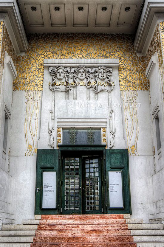 The entrance in the Secession, Joseph Maria Olbrich. (Photo: Maximilian Just)