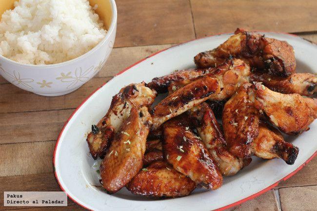 ALITAS DE CON SOJA ,MIEL Y LIMÓN 500 g de alitas de pollo, 50 g de miel, 50 ml de soja y zumo de 2 limones y 1 ita orégano Mejunje:soja+miel+limón+oregano;barnizar 200º 35´ mover+ mejunje cada 5´ http://www.directoalpaladar.com/recetas-de-carnes-y-aves/alitas-de-pollo-con-soja-miel-y-limon-receta