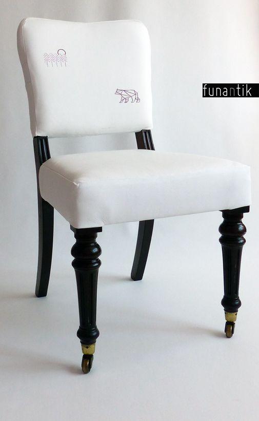 """trip to Alaska... Jedinečná, prostorná a bytelná starožitná židle s mosaznými kolečky, čalouněná pravou kůží a zdobená něžnou výšivkou. Každý kus je originál, jedná se o autorský redesign krásné, více jak stoleté židle. Židli jsem očalounila jemnou, ale pevnou kůží. Na přední straně opěradla jsem vyšila dva obrázky, jeden jsem udělala na """"zádech"""". ..."""