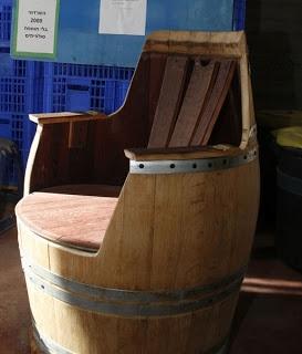 Silla elaborada con un viejo barril de vino.