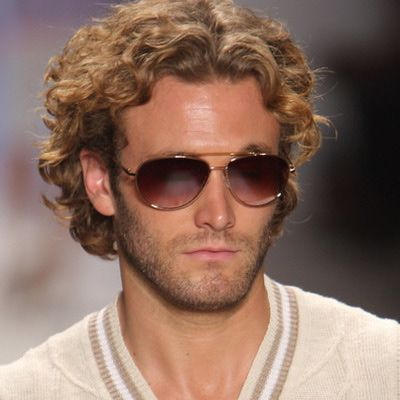 http://mensfashion.about.com/od/goominghair/ss/CurlyHairstyles_12.htm