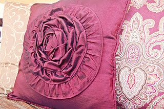 Rose Ruffle Pillow. Love the color. Love the look: Rose Ruffles, Rose Pillows, Ruffles Throw, Ruffles Cushions, Cushions Covers, Crafts Sewing Ideas, Ruffles Pillows With, Ruffles Rose, Throw Pillows Covers