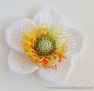Crochet Flowers - This site has several types of flowers with free diagrams for them.
