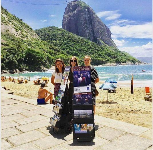 Public witnessing in Praia Vermelha, Brazil