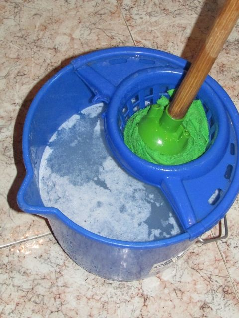 Detersivo per lavare i pavimenti