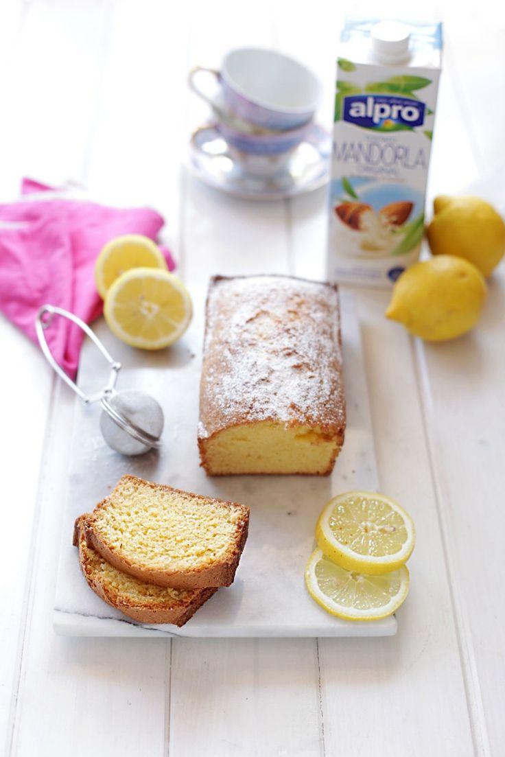 Un buon motivo per rendere speciale la nostra settimana? Coccolarci con una colazione speciale con una fetta di PLUMCAKE leggerissimo al limone  magari