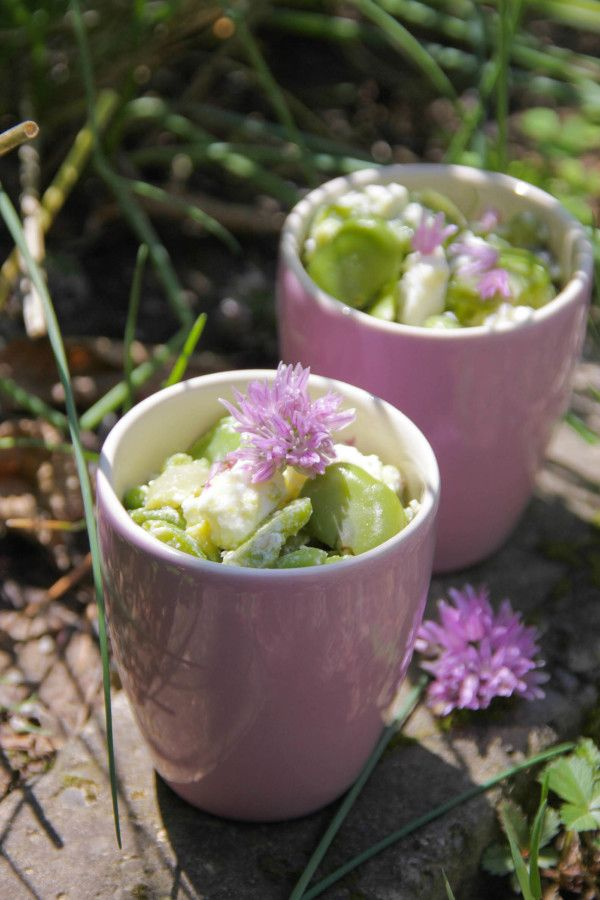 Salade de fèves, feta et fleurs de ciboulette sans gluten