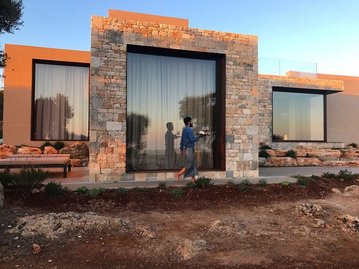 Architettura moderna fortemente radicata con il paesaggio circostante. E' l'ultimo progetto del gruppo Villa Camilla Collection in Puglia. Apulia accomodation Charming Puglia Hotel apulia masseria salento
