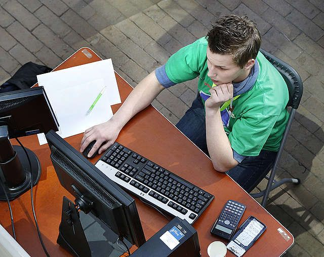 'Digitale geletterdheid Nederlandse leerlingen is een mythe' Leerlingen gebruiken dagelijks digitale media en internet. Zij groeien ermee op en lijken er handiger mee dan volwassenen. De realiteit is vaak anders, zo blijkt uit internationaal onderzoek naar de digitale geletterdheid van 14-jarigen