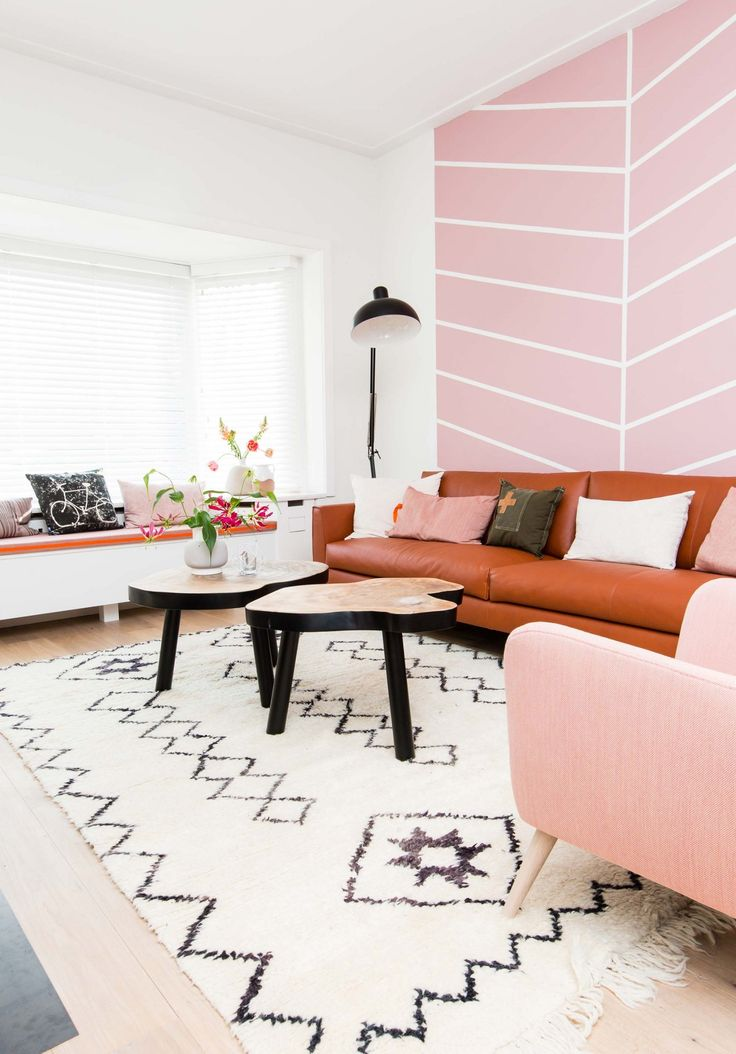 roze woonkamer livingroom pink, leather couch