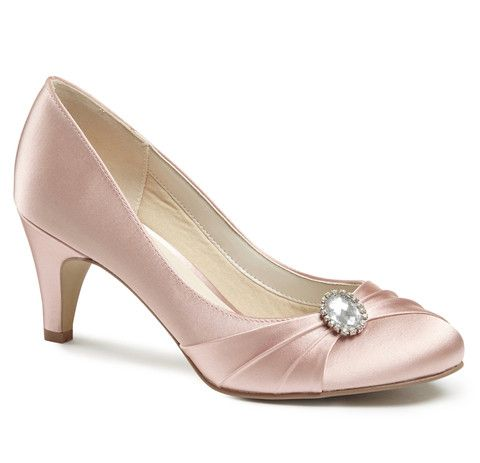 The Harmony closed toe black shoes offer a supportive closed back, slightly round frontage and finished with a gorgeous brooch trim. These shoes are a great shoe for the bride wanting to wear a colour, bridesmaids or mother of the bride / groom looking to match an outfit. Also great for any occasion where a closed toe shoe with a low heel is needed.   Heel Height: 6cm  Colour: Blush