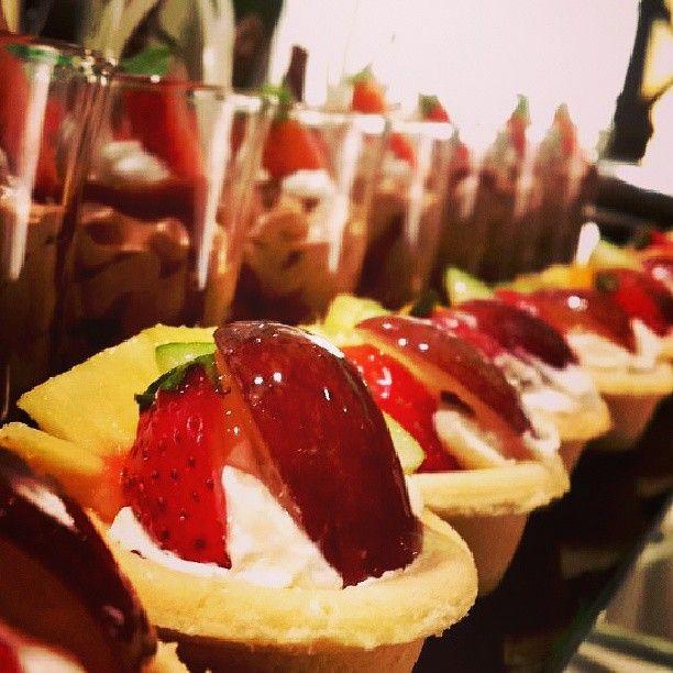 What's your #favourite #dessert? #chocolatelovers #diningincolombo #Hilton #hiltoncolomboresidences #HCR #foodie #Colombo #fruittarts #buffet #indulge