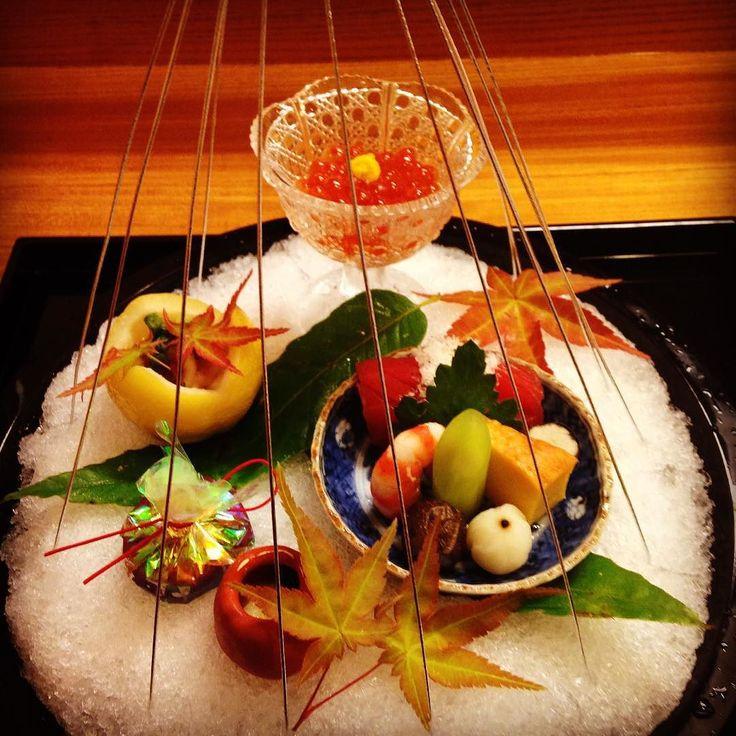 金沢 老舗懐石料理 銭屋さんの お夕食 兼六園の雪吊りを思わせる一品 七色の包みの中はあん肝でした #zeniya #Kaiseki #Kanazawa by…