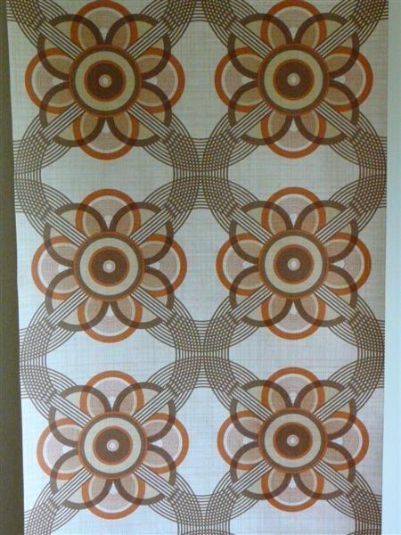 oranje bruine cirkels die een bloem vormen