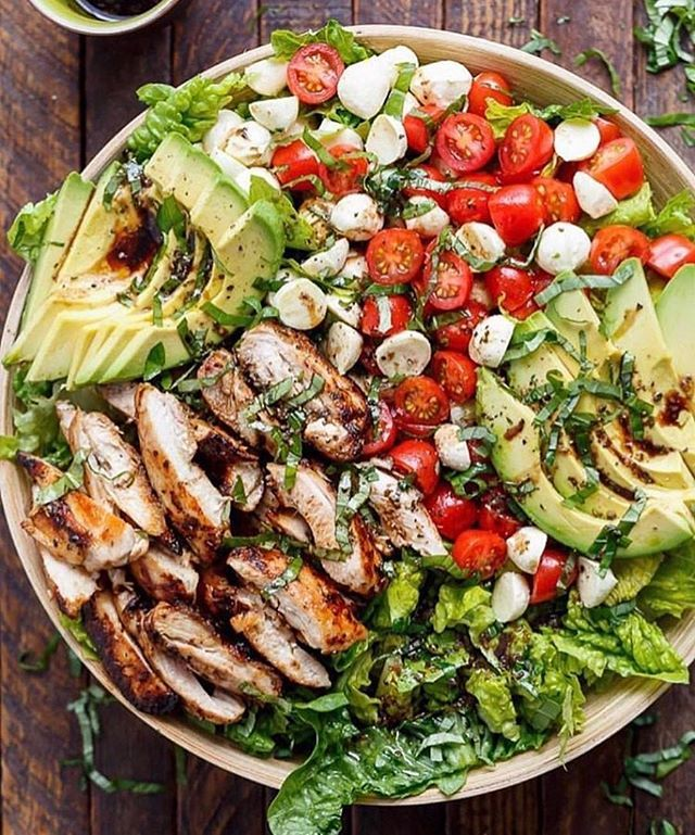 Whoever you tag has to make you this salad? And go! @fitcouplesdaily . Photo credit: @cafedelites . @mealprepdaily #mealprepdaily