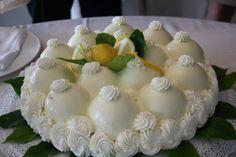La delizia al limone, una delle torte più conosciute e deliziose del patrimonio culinario campano: ecco la ricetta di Sal De Riso