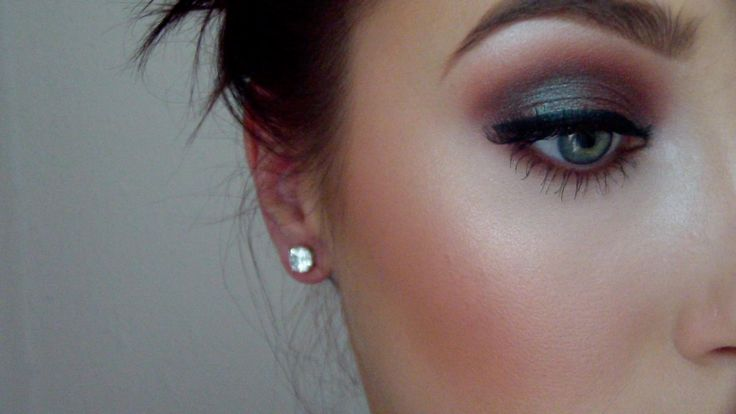 Love the lid! Blue brown pigment by MAC Or insomnia by makeup geek!! :D