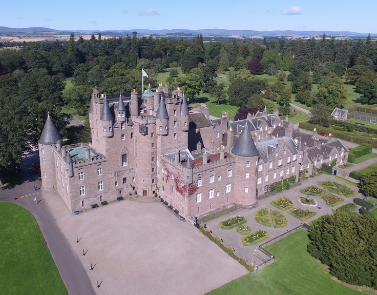 Tours of Scotland GA Taxis St Andrews provide private tours. Our experienced, knowledgeable and friendly Drivers will take you on a journey of Scotland that you wont forget, you will discovery Scotland's most scenic lochs, glens and mountains, and of course the Historic Castles and Palaces.